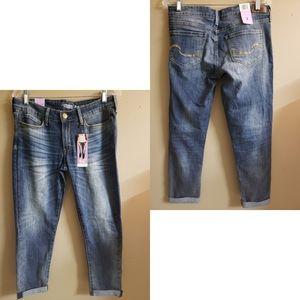 🆕️ Signature Levi Strauss Boyfriend Jeans